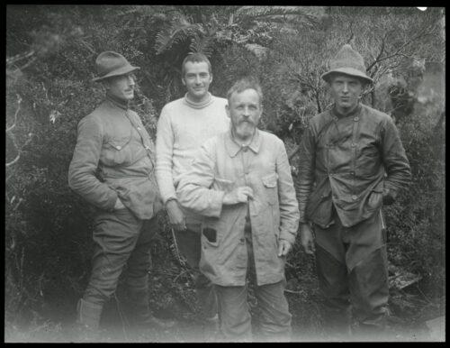 Otto Nordenskjöld tillsammans med sina medhjälpare